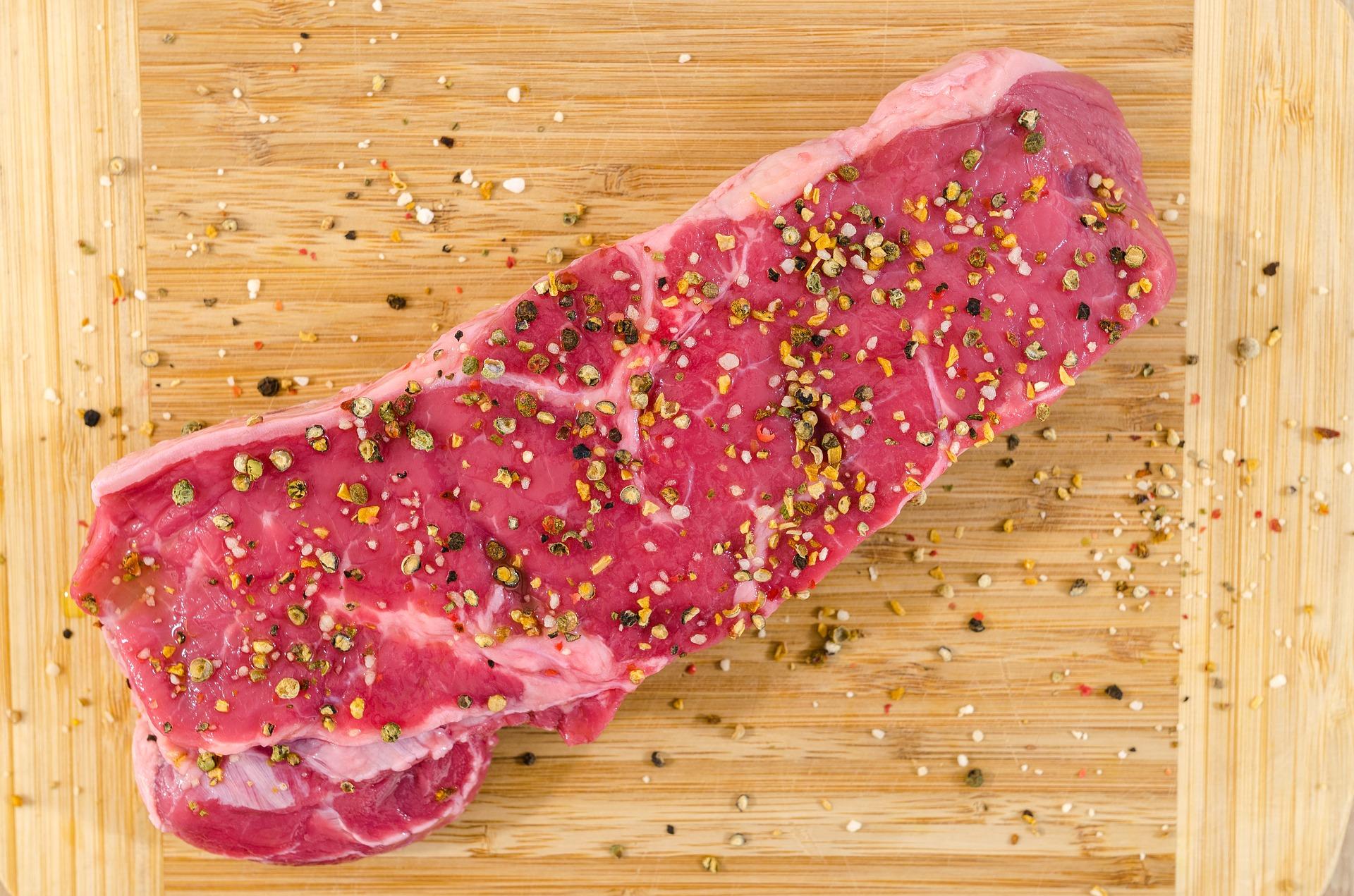 バーベキュー(BBQ)必須食材!お肉の必要な量と合う種類は?